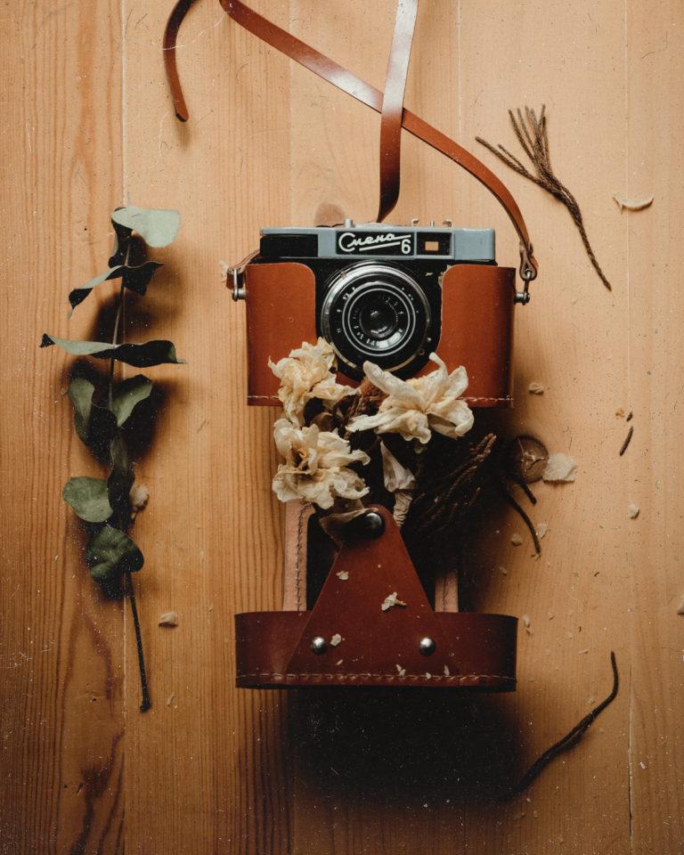 Flatlay vintage foťák