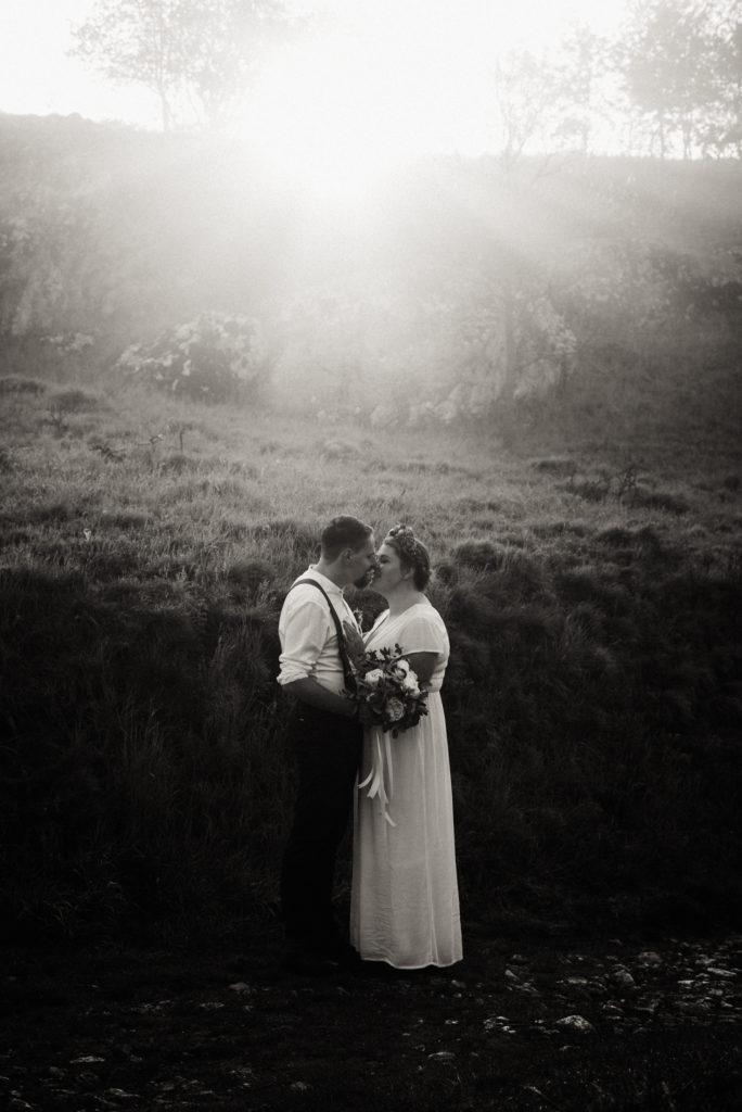 Párová svatební fotografie v přírodě